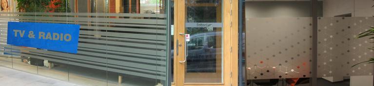 Kontrastmarkering, frostat glas för insyn Stämpelfabriken